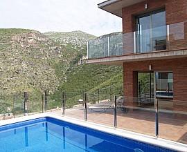 Moderna casa en venta a cuatro vientos y vistas increibles en Urbanización Garraf II