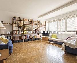 Grand appartement en vente à rénover avec parking dans les hauts quartiers de Gracia