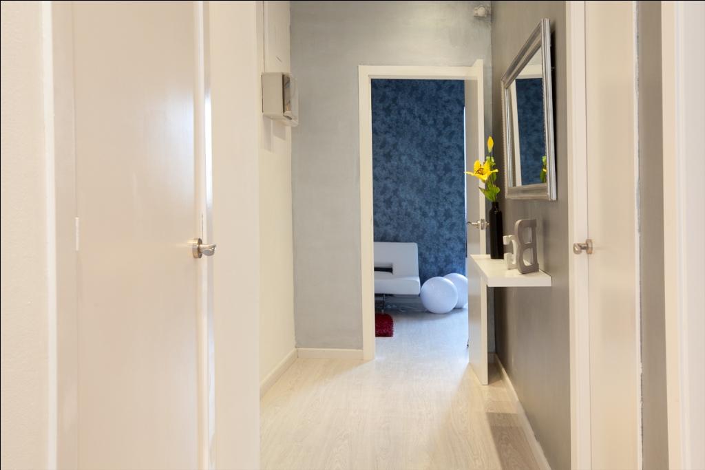Коридор в отличной квартире в аренду в Барселона