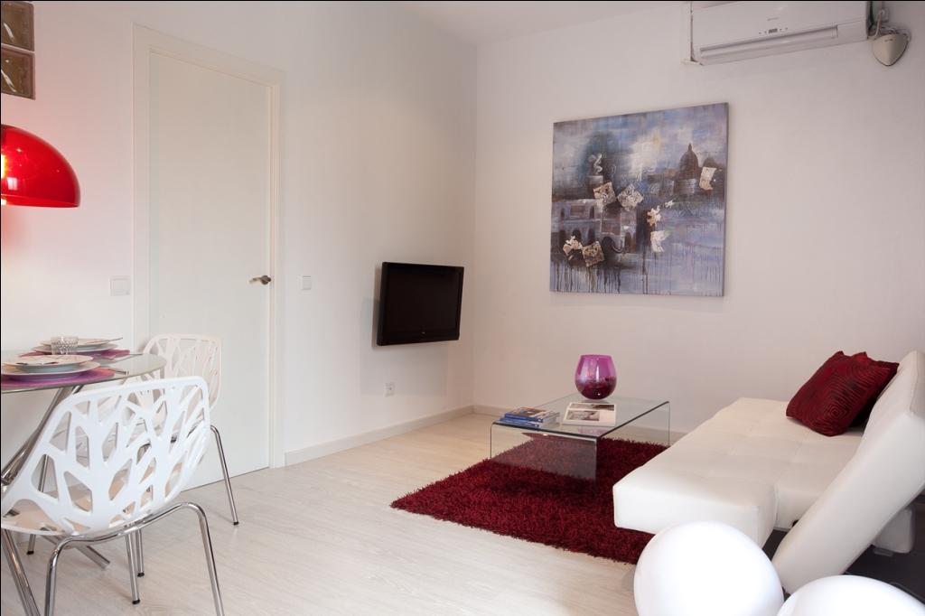 Большая гостиная в отличной квартире в аренду в Барселона
