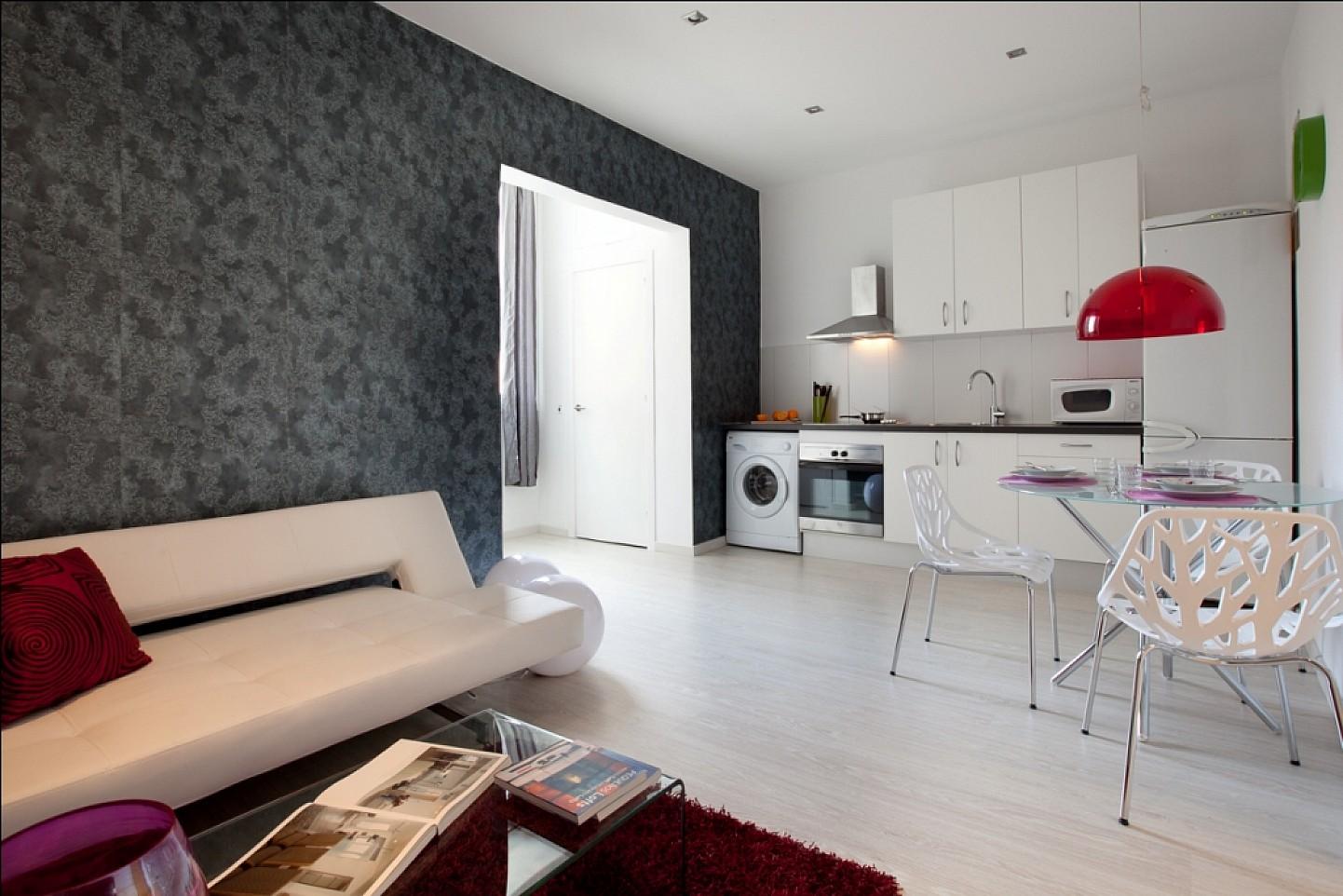 Grand salon lumineux dans un appartement en location à Barcelone