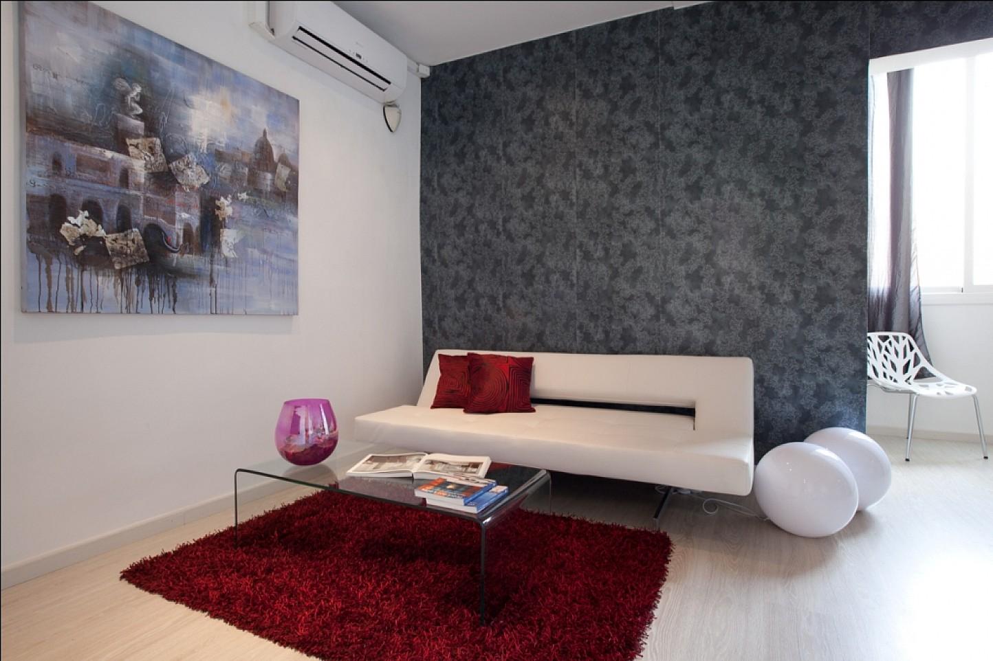 Удобная гостиная в отличной квартире в аренду в Барселона