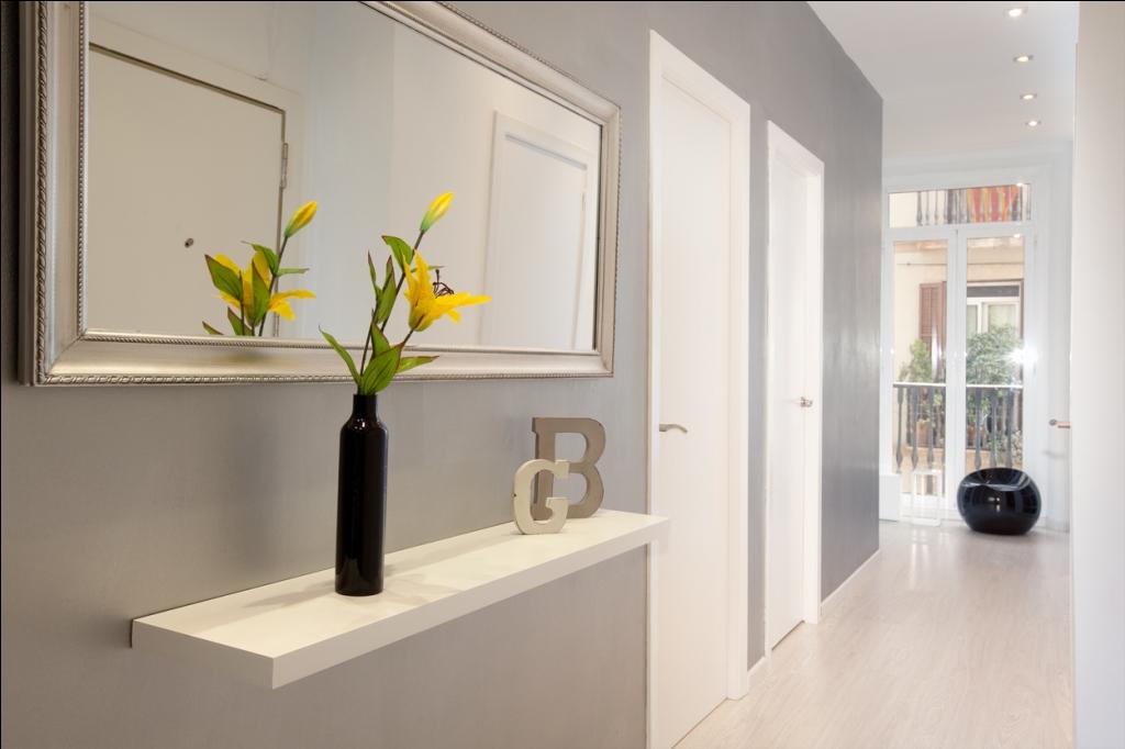 Шикарный и светлый коридор в отличной квартире в аренду в Барселона