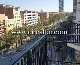 Piso en venta con vistas al mar en la calle Marina,  Barcelona
