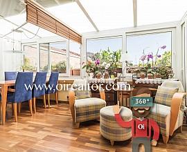 Cálido piso en venta con soleada terraza de 24 m2 en Gracia, La Salut