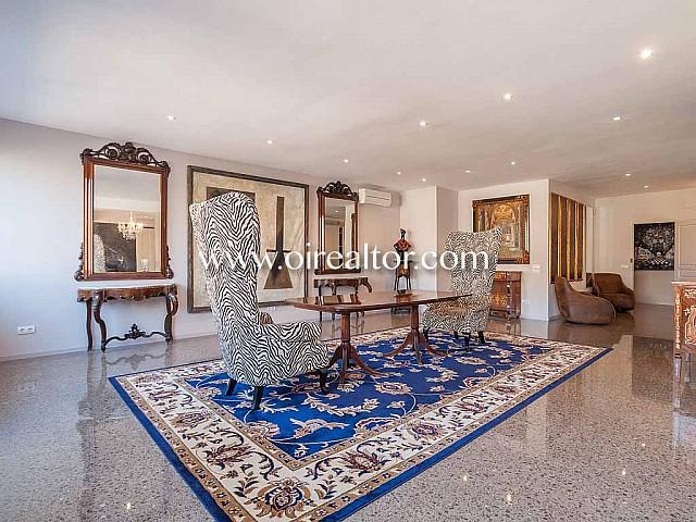 Immobilie mit 3 separaten Apartments im Viertel Eixample Dreta, in Barcelona zu verkaufen