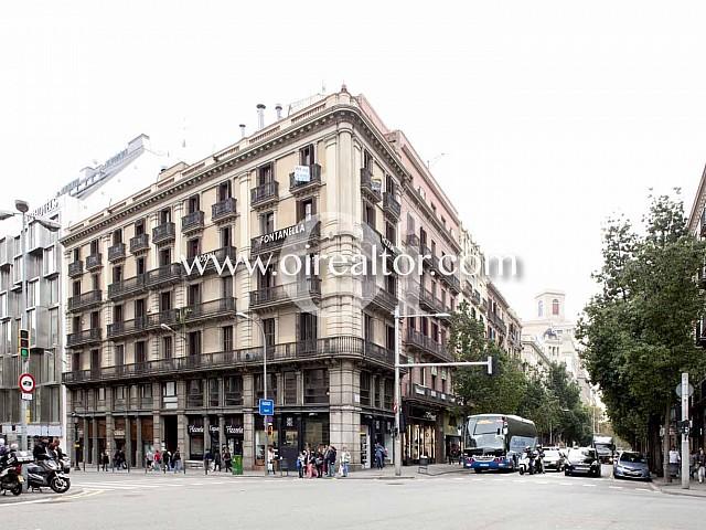 Продается квартира в старинном здании на Plaza Urquinaona, Барселона
