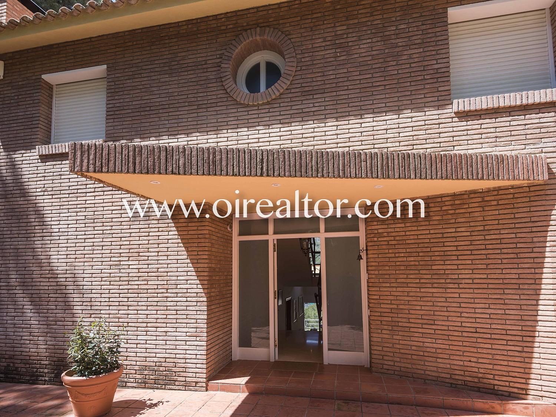 Сказочный и привилегированный дом на продажу в урбанизации El Poal в Кастельдефельс