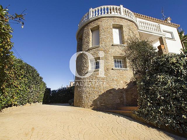 Torre en venta con impresionantes vistas en Urb. Mas Tomasí en Pals, Costa Brava