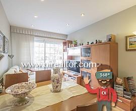 Cozy apartment for sale with communal pool in Esplugues de Llobregat
