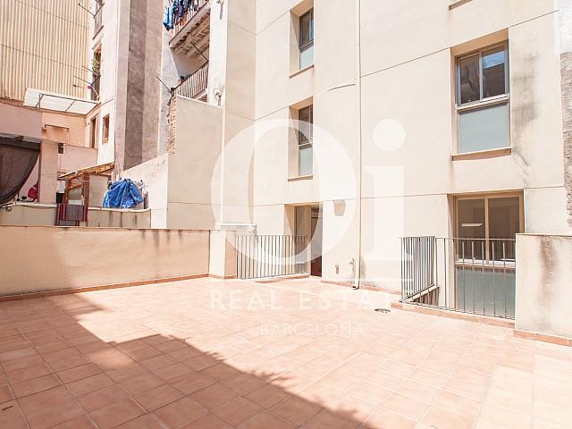 Grand salon lumineux dans un appartement en location pour étudiants à Barcelone