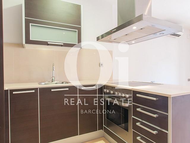 Cuisine équipée dans un appartement en location pour étudiants à Barcelone