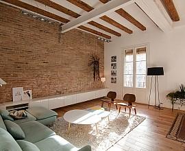 Renovierungsdürftige Wohnung zum Verkauf in einem klassischen Gebäude neben Plaça Universitat, Eixample Dret