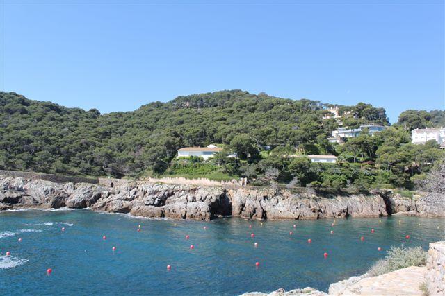 Vista desde el mar de lujosa casa en venta en la Costa Brava