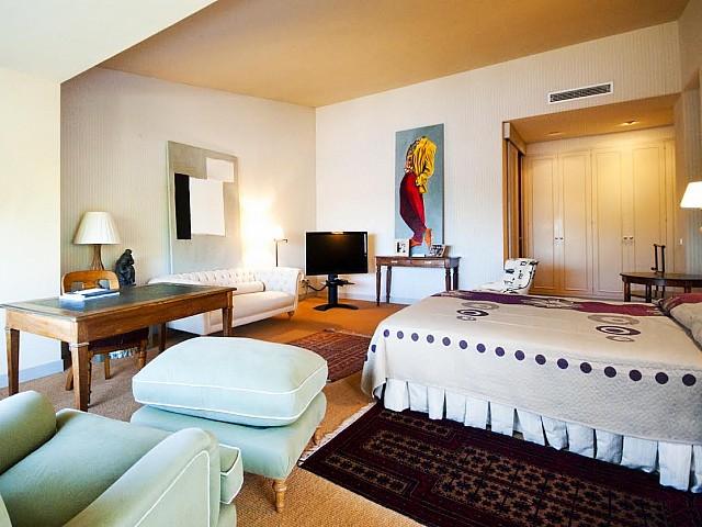 Vista de la suite principal en casa de lujo en venta en la Costa Brava