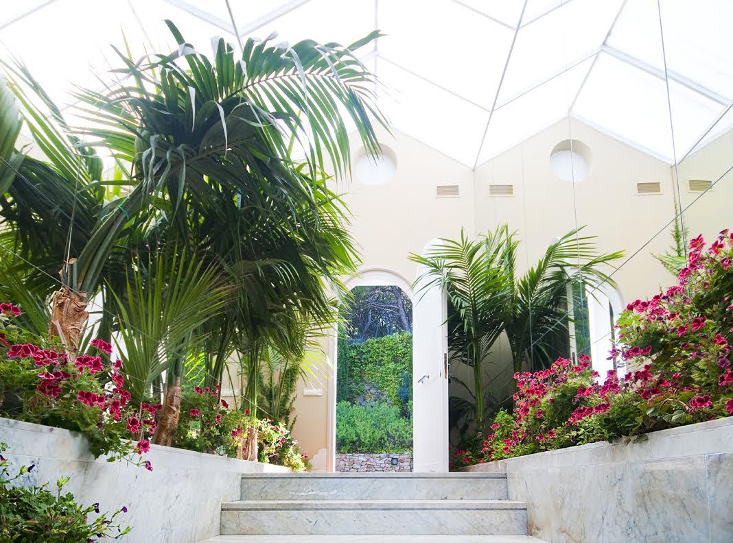 Eingang der luxuriöse Villa zum Verkauf an der Costa Brava nahe Barcelona