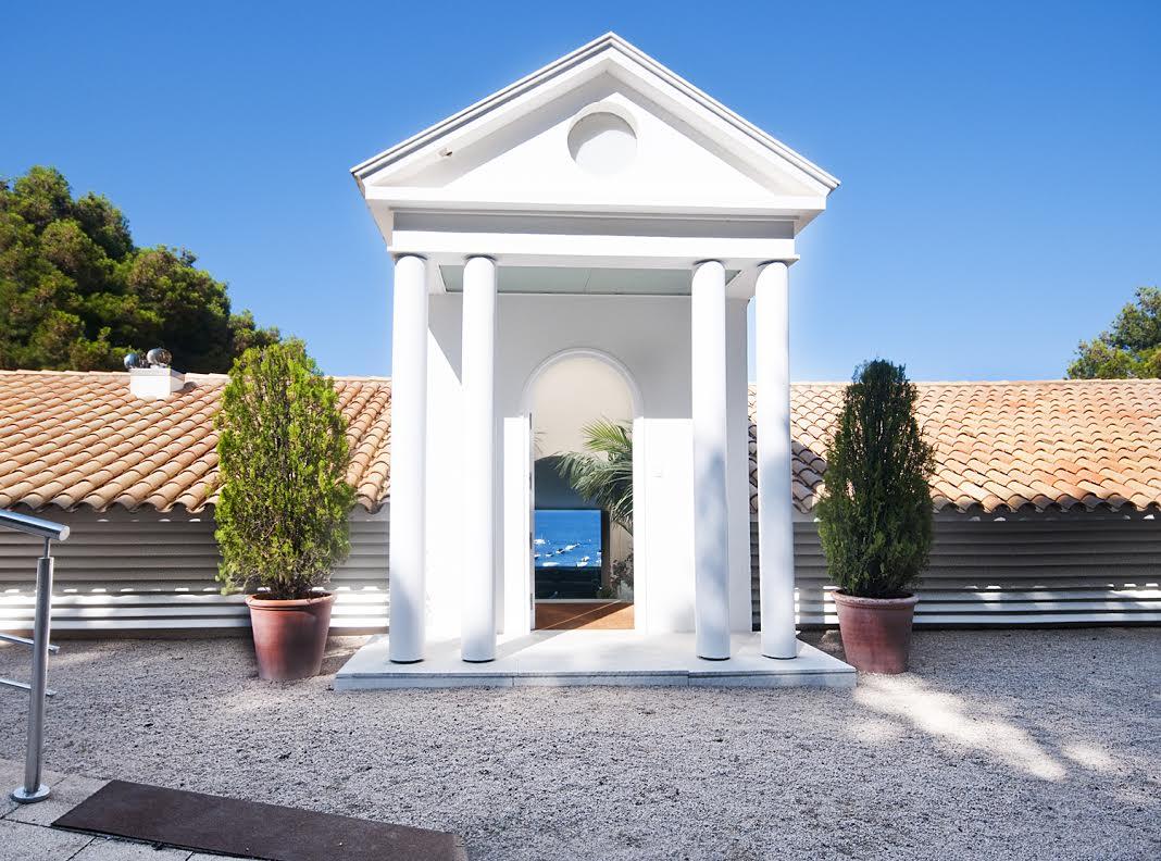 somptueux kiosque d'entrée de la luxueuse villa en vente Begur Costa Brava