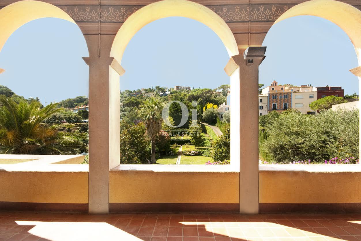 Gemälde in luxuriösem Palast zum Verkauf an der Costa Brava nahe Barcelona