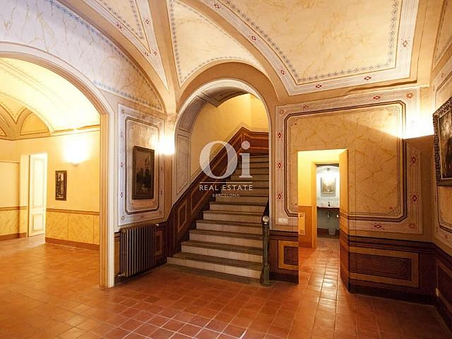 Vista de la escalinata interior de lujoso Palacete en venta