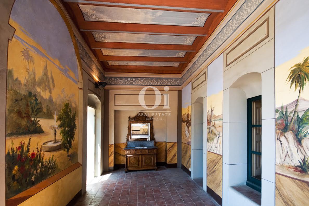 couloir large et lumineux dans luxueux hôtel particulier Begur en vente