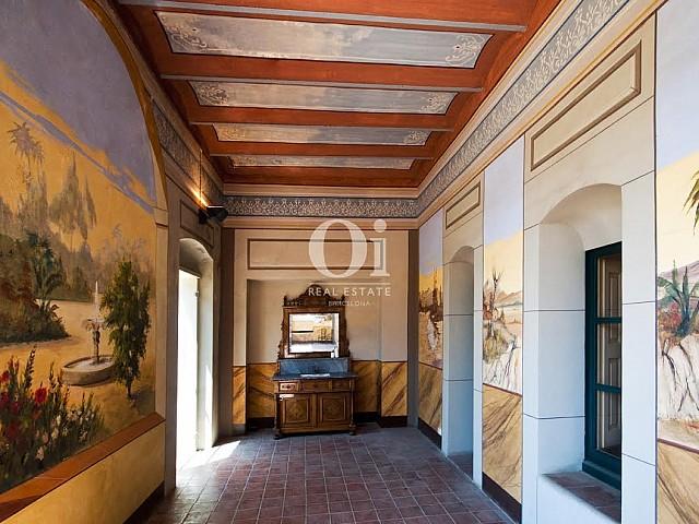 Wunderschöne Halle in luxuriösem Palast zum Verkauf an der Costa Brava nahe Barcelona