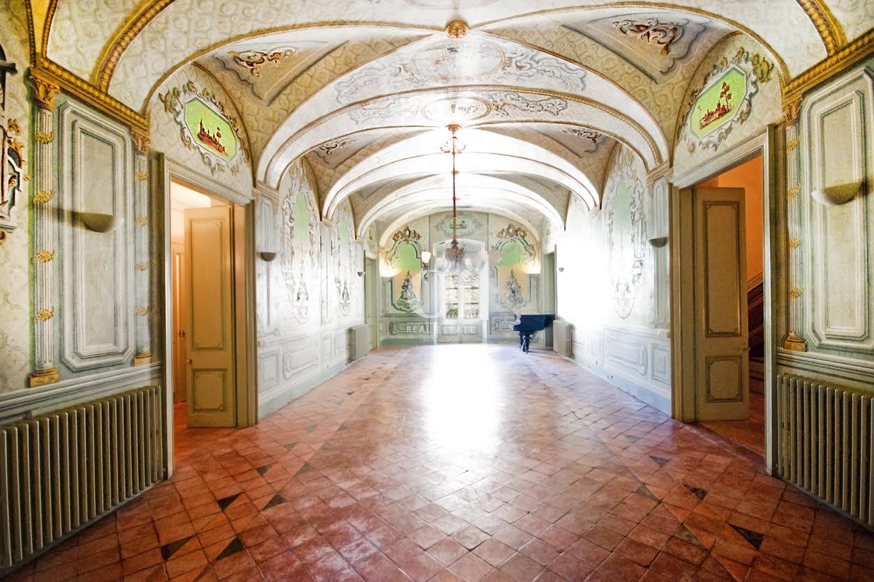 couloir large et lumineux dans hôtel particulier  en vente à Barcelone