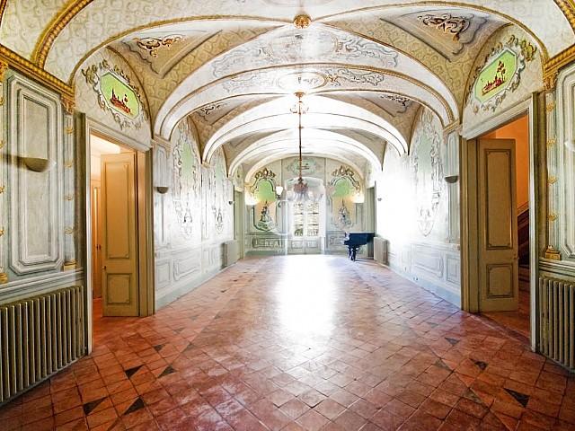 vista de salón en lujoso palacete en venta en la Costa Brava