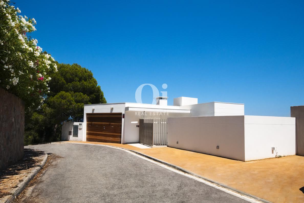 Vista exterior de  casa de lujos en venta en la Costa Brava