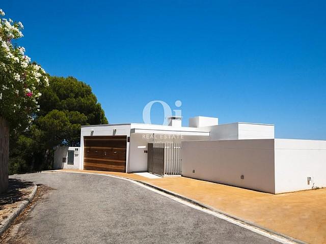 Hausansicht der luxuriösen Villa zum Verkauf in Begur an der Costa Brava