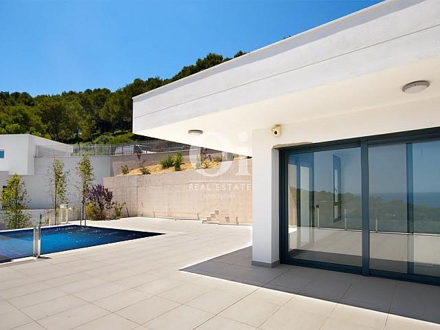 piscine magnifique dans jardin dans luxueuse villa en vente Begur Costa Brava