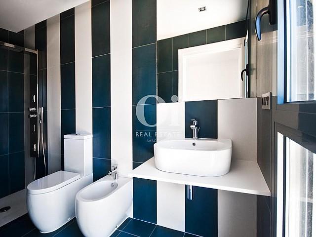 Vista de baño en casa de lujo en venta en la Costa Brava