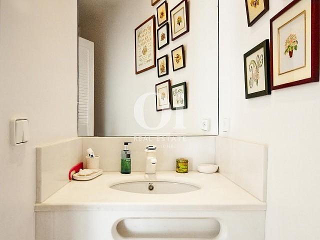 Baño de casa en venta en Begur