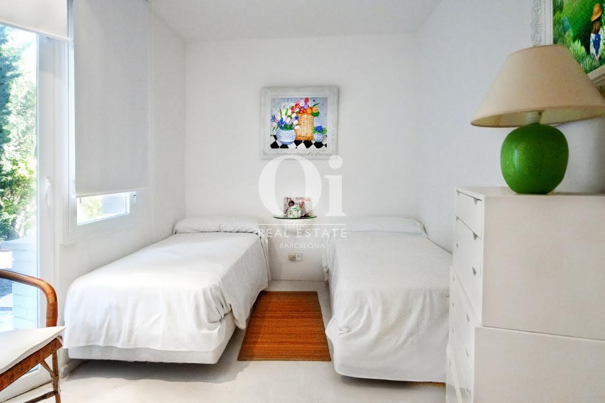 Вид спальни в роскошном доме на продажу на Коста Брава