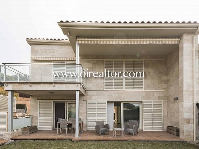 Maison à demi-adossée à côté du golf de Sant Vicenç de Montalt.