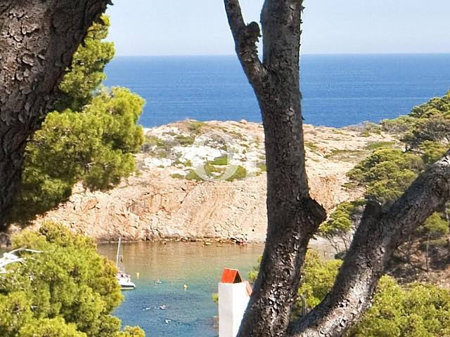 Vue sur la mer dans une maison de luxe en vente à Barcelone