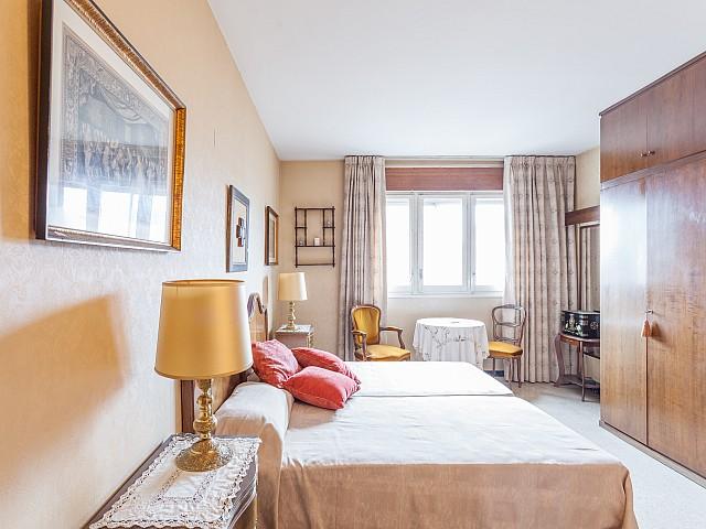 Lumineuse chambre double dans un luxueux appartement en vente à Barcelone