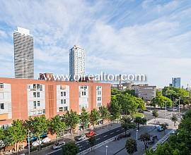 Sensacional piso en venta en la Villa Olímpica con vistas super despejadas a la ciudad