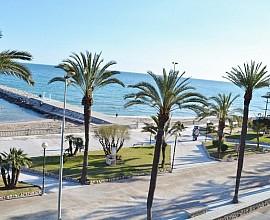 Solar urbano en el Passeig Maritim de Sitges