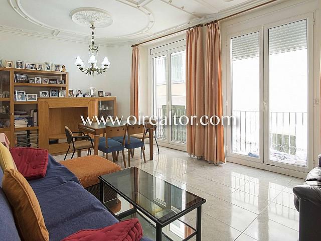 Appartement à vendre avec beaux plafonds au Quartier Gothique