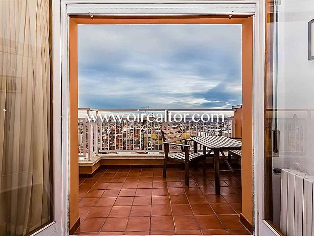 Wunderbares Penthouse zum Verkauf in Barcelona, mit Anblicken auf das Meer, einer Lizenz