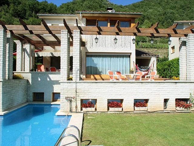 Bonita casa de campo rodeada de naturaleza en zona residencial en Ripoll, Girona
