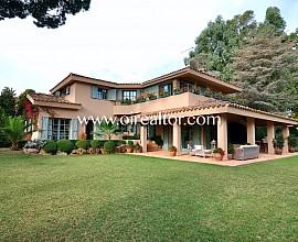 Exklusives Haus in Provence-Stil neben dem Golfplatz in Llavaneres