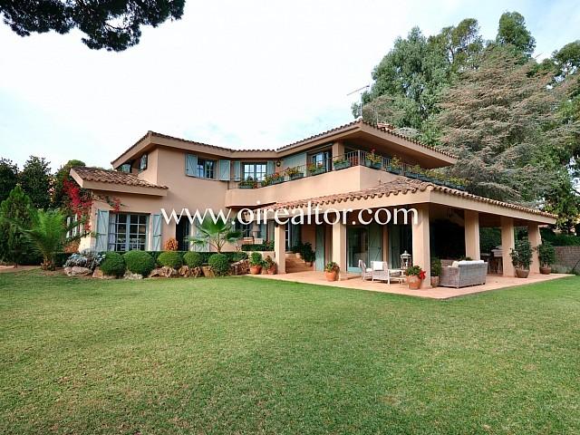 Exclusiva casa estilo provenzal junto al Golf en Llavaneres