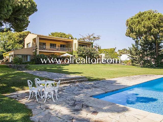 Preciosa casa en venta estilo provenzal con vistas al mar en Arenys de Mar, Maresme