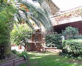 Magnifica casa independiente de 7 habitaciones  en zona Montemar Bajo en Castelldefels