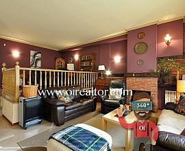 Fantàstica casa aparellada en venda a Castelldefels