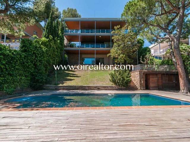 Gran casa a cuatro vientos en venta en zona residencial El Poal en Castelldefels