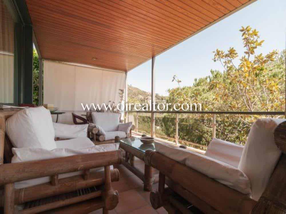 Большой дом с четырьмя ветрами на продажу в жилом районе Эль Поал в Кастельдефельс