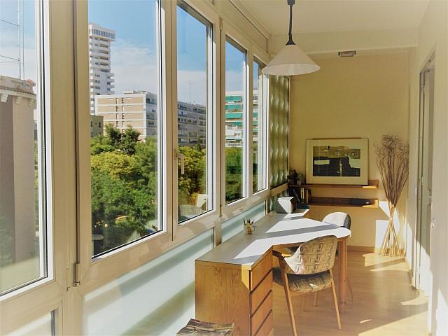 Alquiler de precioso piso reformado, amueblado y todo exterior a un minuto de L'illa Diagonal