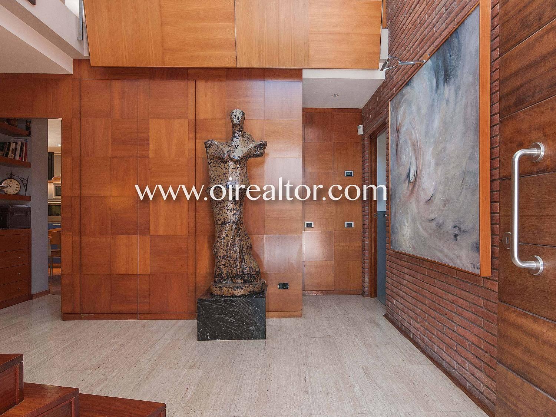 Дом для продажи в нескольких метрах от пляжа, в Кастельдефельс